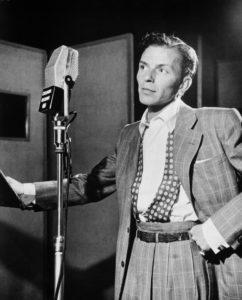 Frank Sinatra au micro, en train de se venger de son ex.